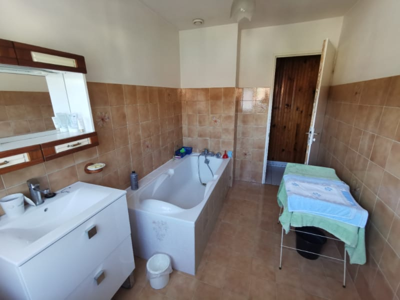 Sale house / villa Cires les mello 299900€ - Picture 4