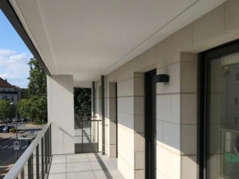 Rental apartment Montigny-le-bx 953€ CC - Picture 1