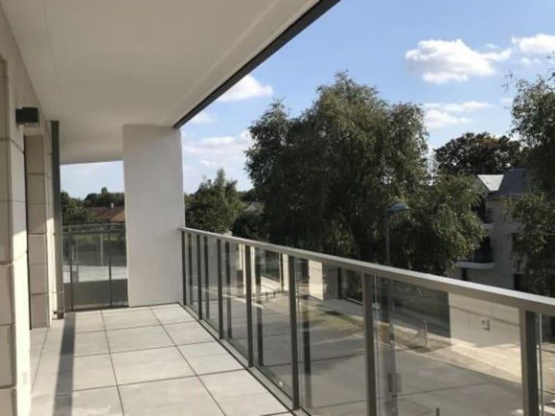Rental apartment Montigny-le-bx 953€ CC - Picture 2