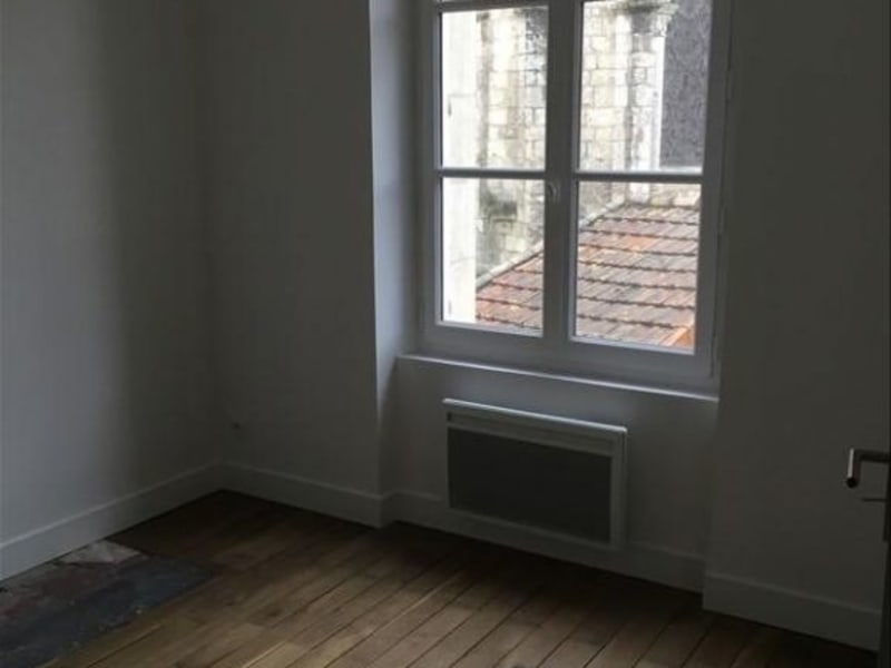 Location appartement Poitiers 533€ CC - Photo 5