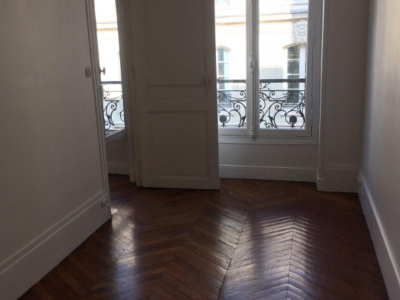 Rental apartment Paris 2150€ CC - Picture 2