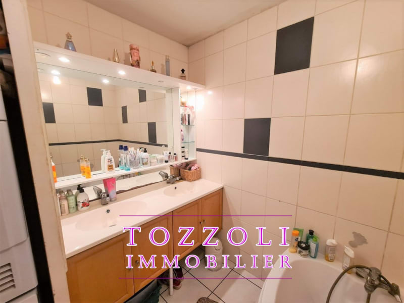 Sale apartment Meyzieu 241500€ - Picture 11