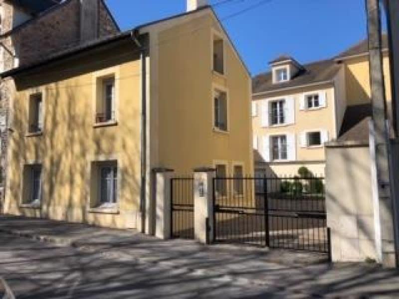 Rental apartment Verrieres le buisson 805€ CC - Picture 1