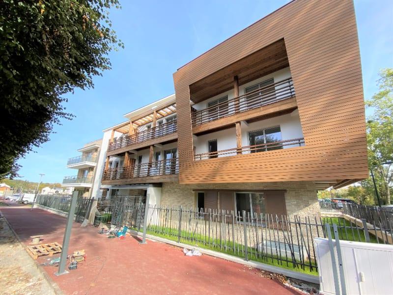 Rental apartment L isle adam 895€ CC - Picture 1