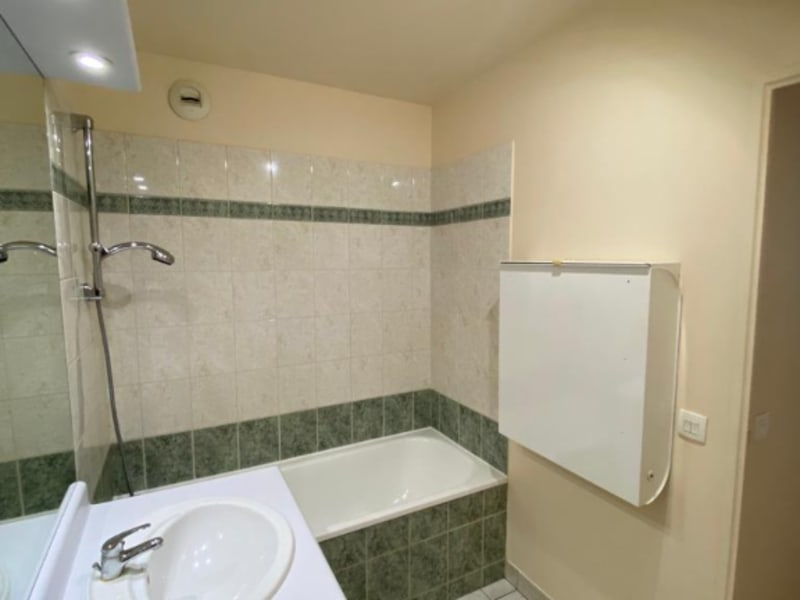 Rental apartment Courbevoie 1250€ CC - Picture 7