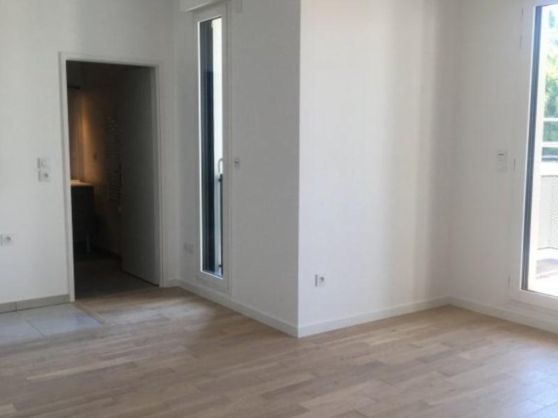 Rental apartment Issy-les-moulineaux 919,74€ CC - Picture 2