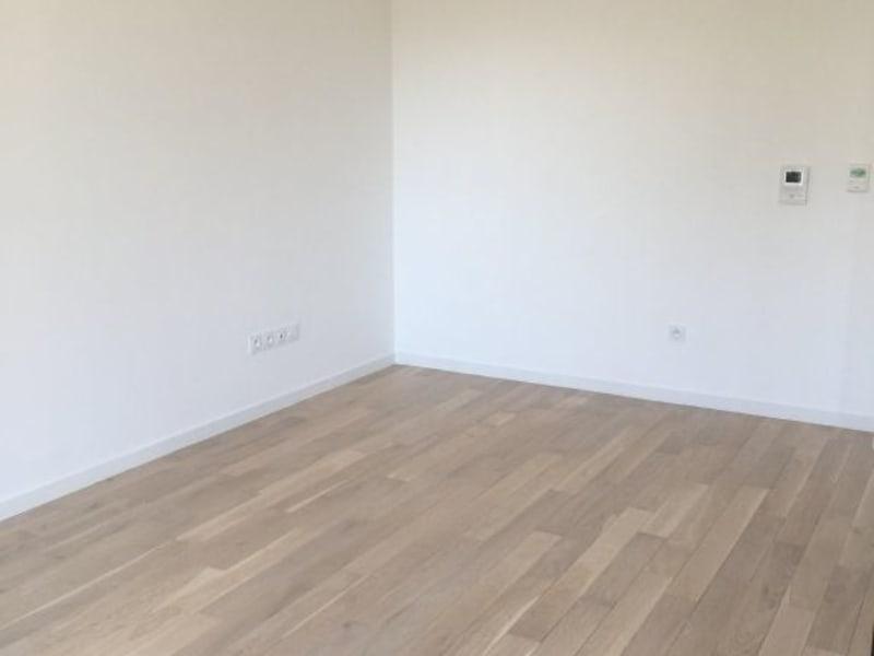 Rental apartment Issy-les-moulineaux 919,74€ CC - Picture 3