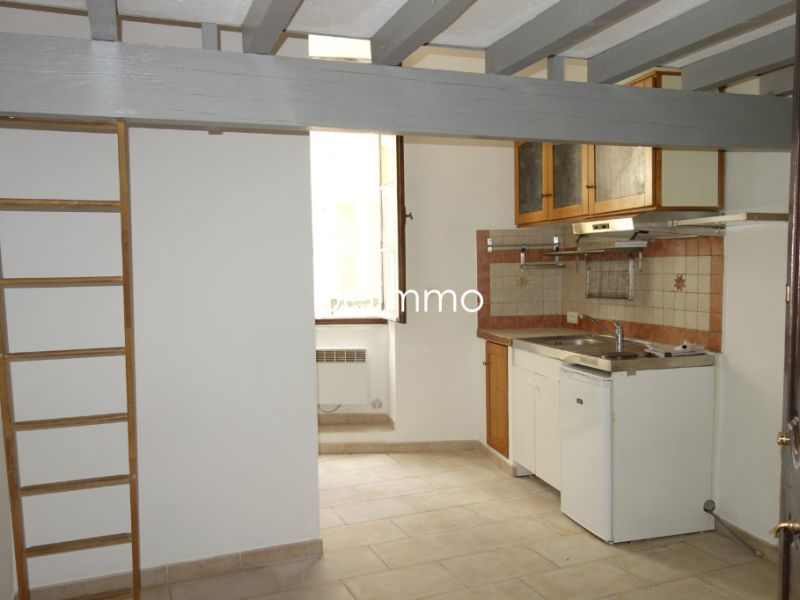 Rental apartment Pelissanne 370€ CC - Picture 1