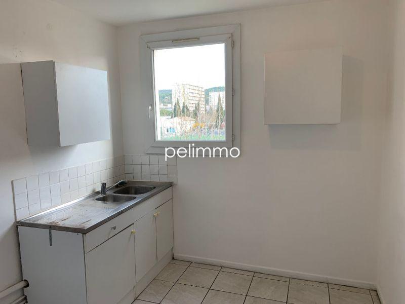 Rental apartment Salon de provence 680€ CC - Picture 1