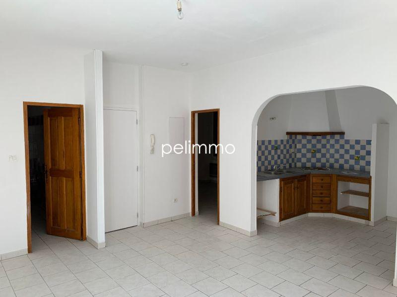 Rental apartment Eyguieres 515€ CC - Picture 1