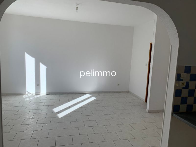 Rental apartment Eyguieres 515€ CC - Picture 5