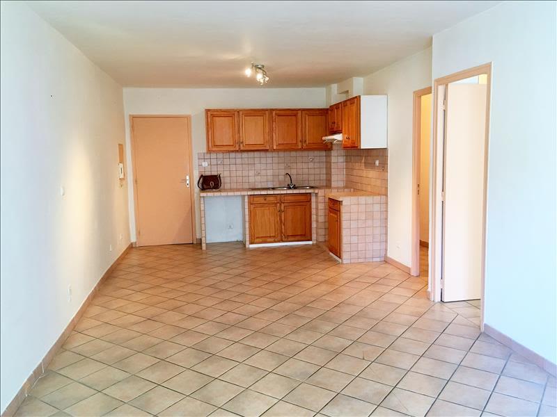 Rental apartment Pelissanne 650€ CC - Picture 4