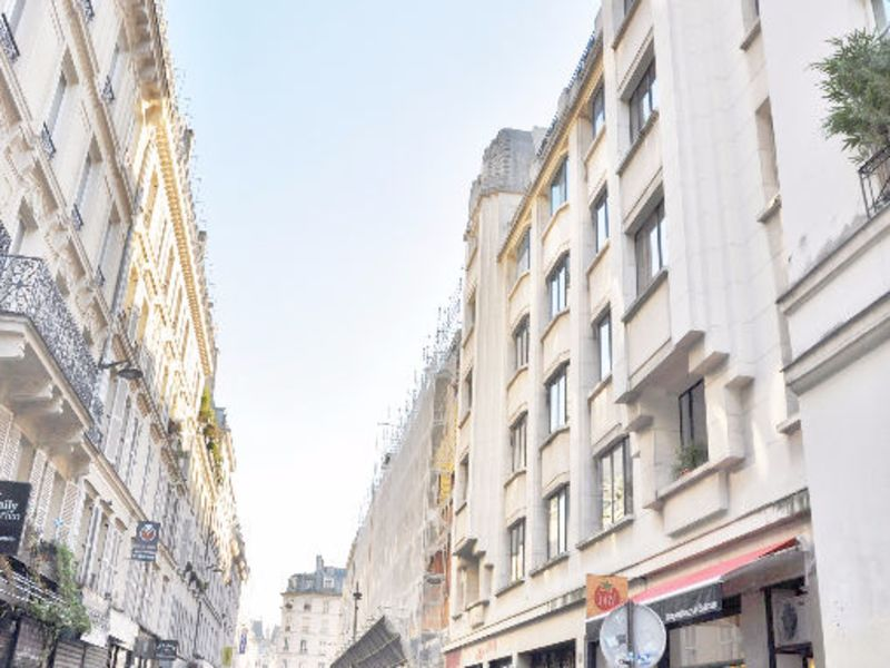 Sale office Paris 1 742 300€ - Picture 2