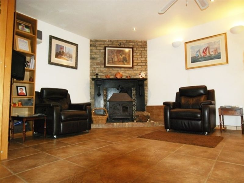 Sale house / villa Parigne 357000€ - Picture 6