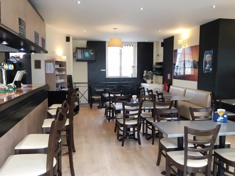 Commercial property sale shop Fougeres 230560€ - Picture 1