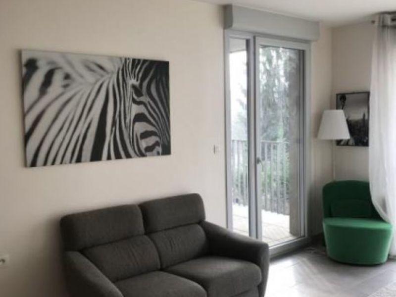 Rental apartment Collonges au mont d or 800€ CC - Picture 1