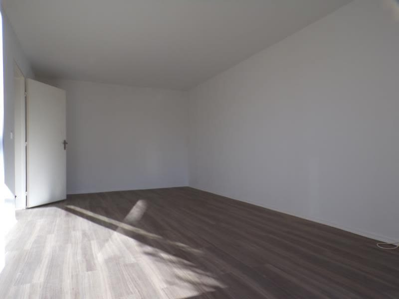 Location appartement Guyancourt 920€ CC - Photo 1