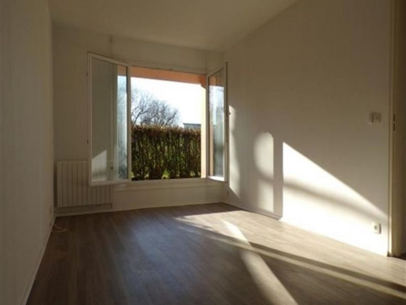 Location appartement Guyancourt 920€ CC - Photo 2