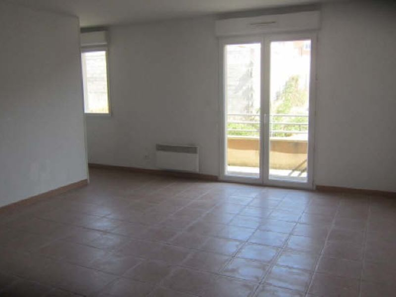 Location appartement Berriac 371,07€ CC - Photo 1