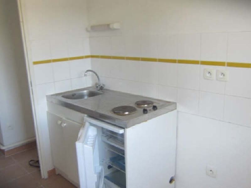 Location appartement Berriac 371,07€ CC - Photo 3