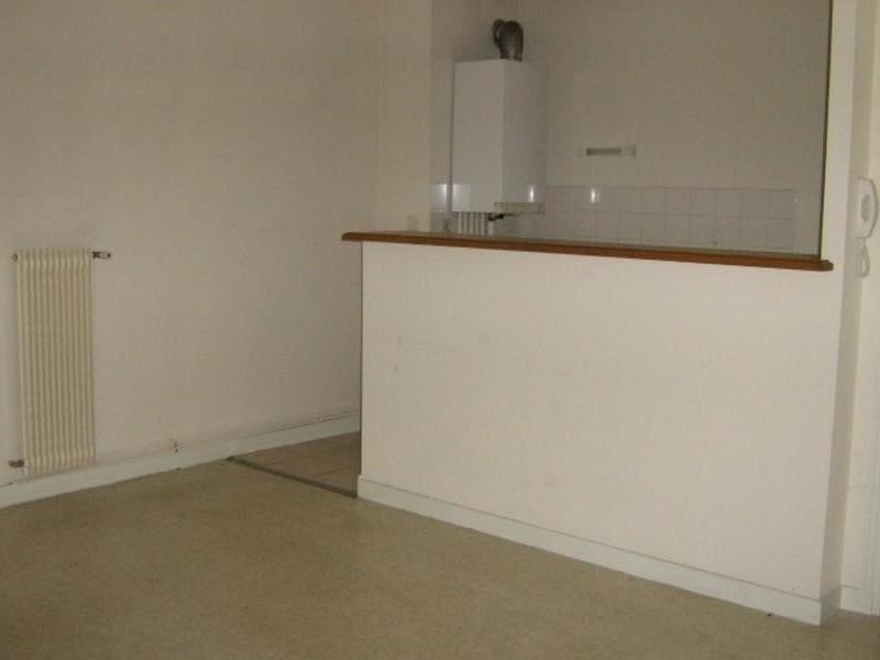 Location appartement Roanne 332€ CC - Photo 1