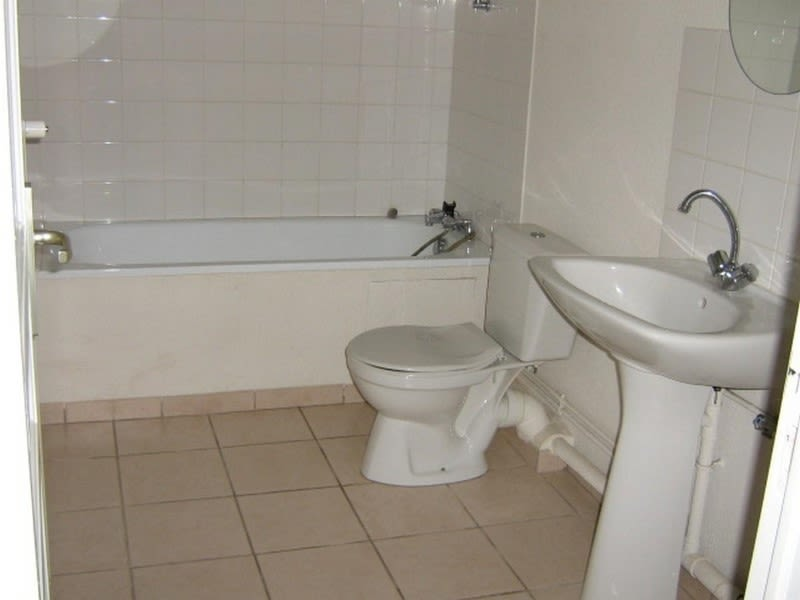 Location appartement Roanne 332€ CC - Photo 3