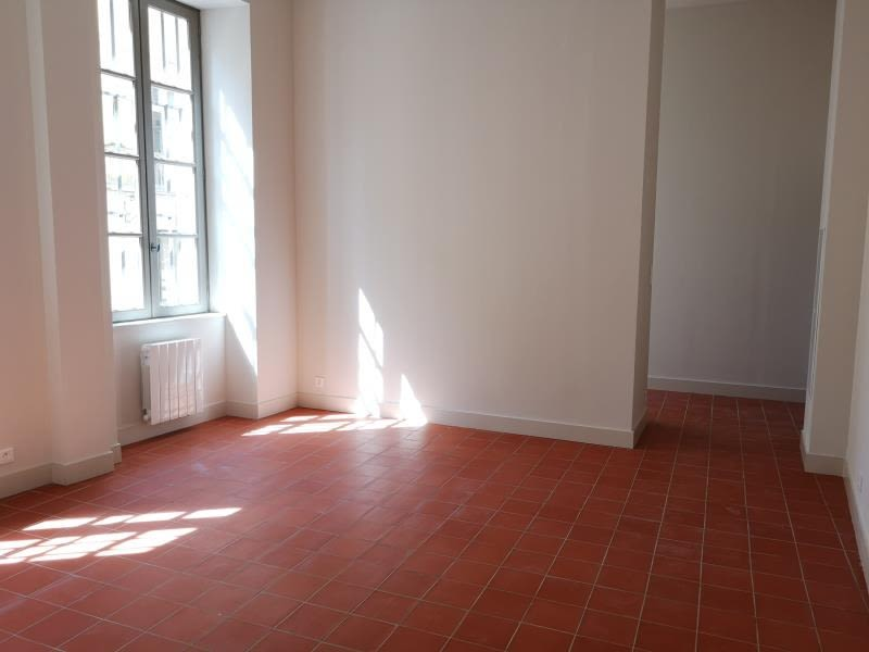 Location appartement Nimes 525€ CC - Photo 2