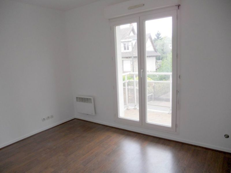 Rental apartment Villemombles 105€ CC - Picture 1