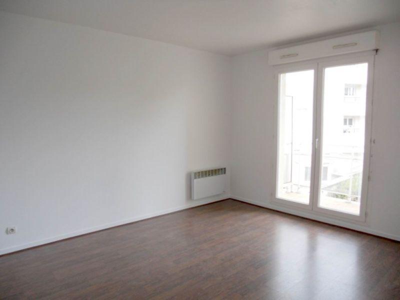 Location appartement Villemombles 105€ CC - Photo 2