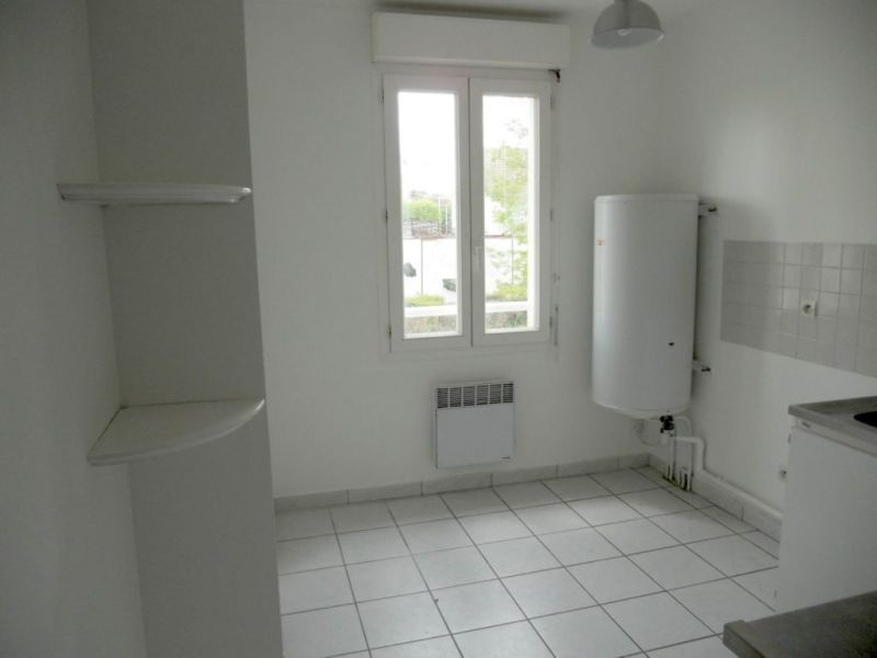 Rental apartment Villemombles 105€ CC - Picture 4