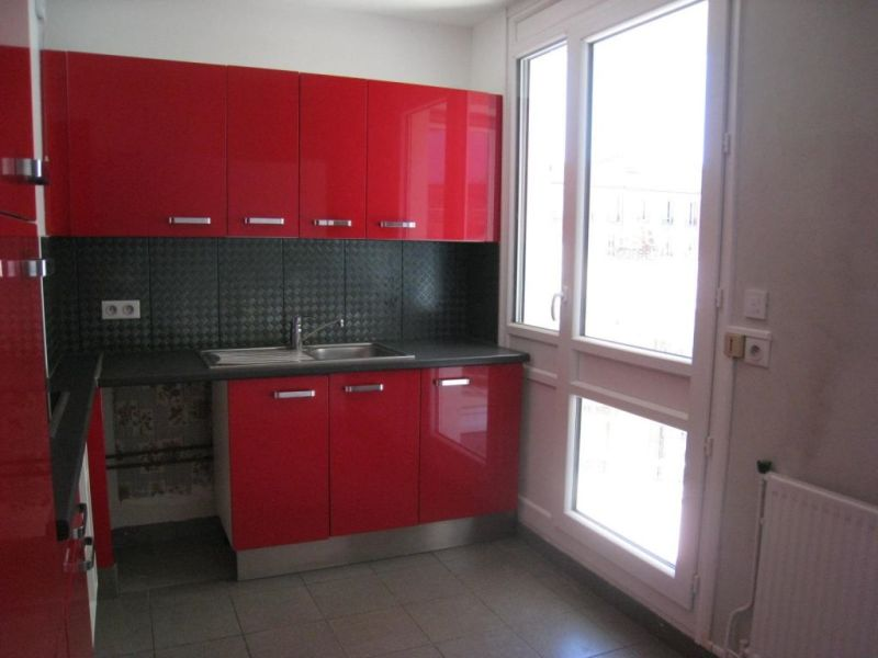 Rental apartment Le kremlin bicetre 125€ CC - Picture 1