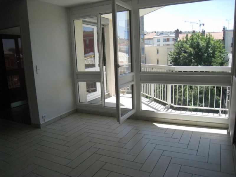 Rental apartment Le kremlin bicetre 125€ CC - Picture 3