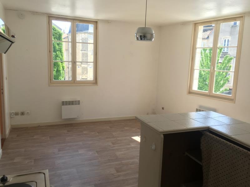 Location appartement Poitiers 469€ CC - Photo 1