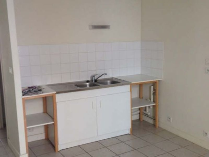 Location appartement Poitiers 718€ CC - Photo 3