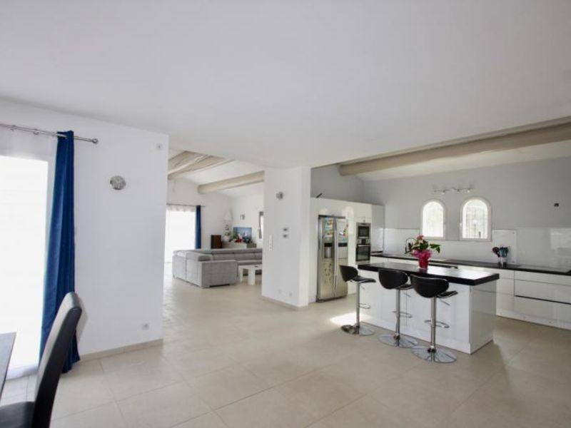 Vente maison / villa Violes 493000€ - Photo 2