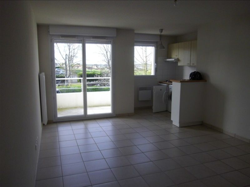 Rental apartment Vendome 460€ CC - Picture 2