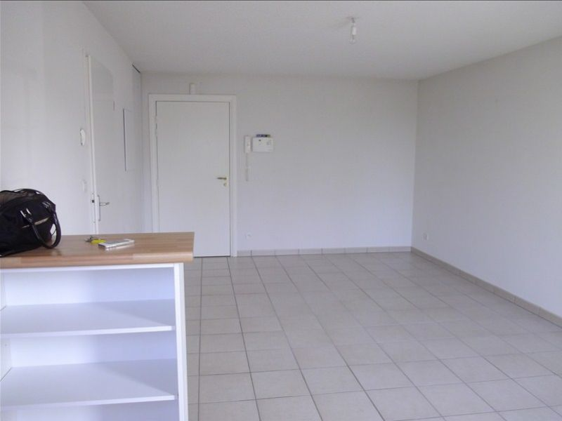Rental apartment Vendome 460€ CC - Picture 3