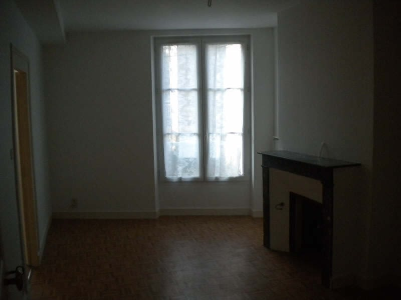 Rental apartment Vendome 306€ CC - Picture 3