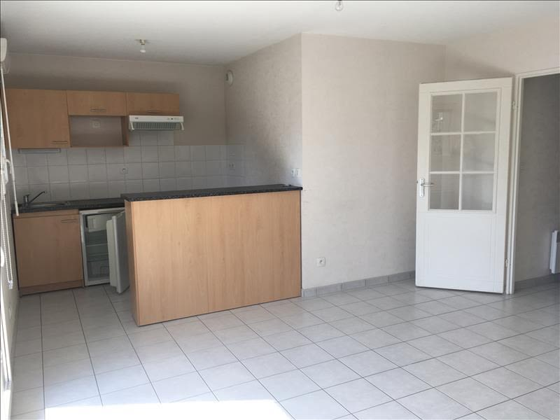 Rental apartment Vendome 460€ CC - Picture 1