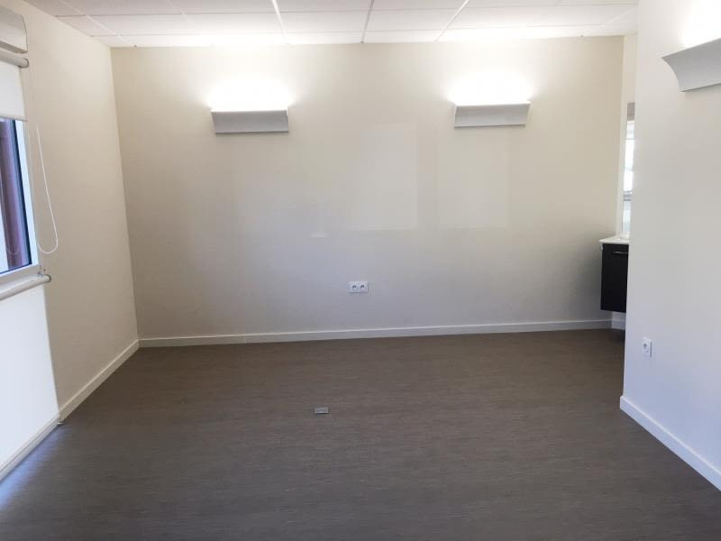 Location local commercial Fougeres 420€ HC - Photo 5
