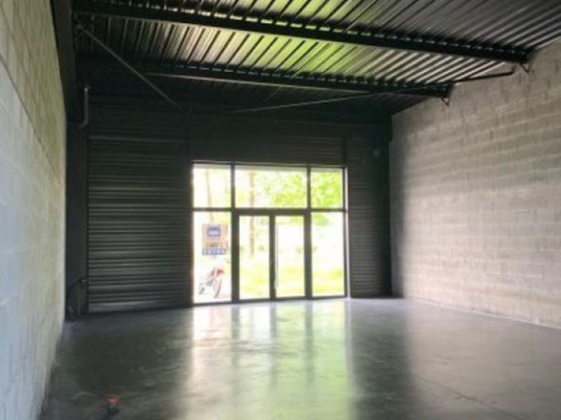 Location local commercial Fougeres 1 200€ HC - Photo 3