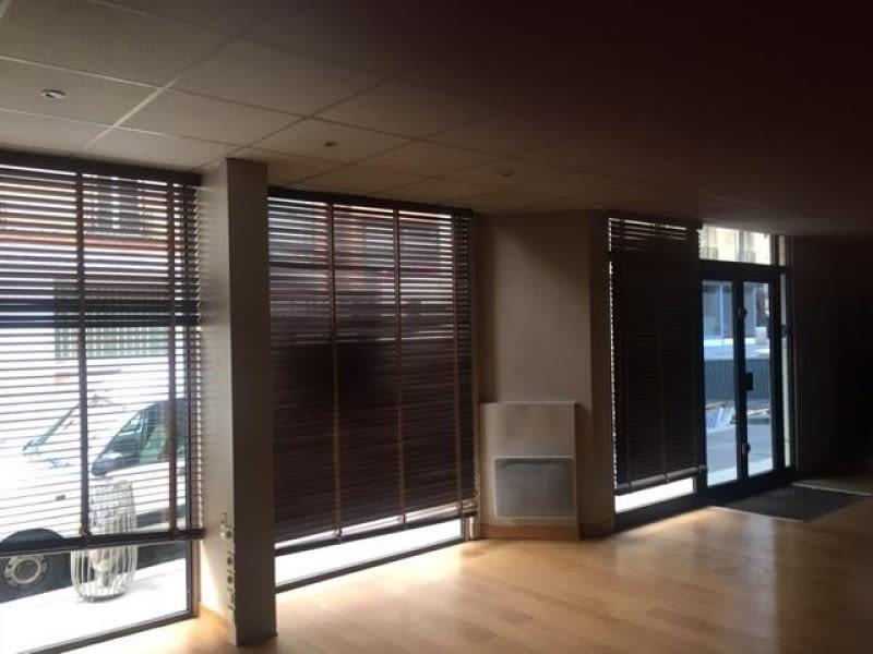 Rental office Paris 20 2005€ HC - Picture 1