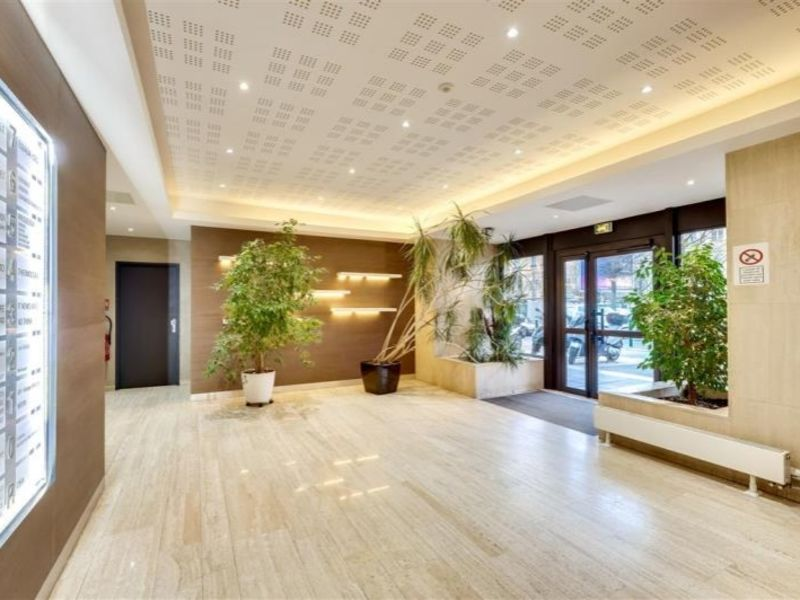 Rental office Suresnes 3224,17€ HC - Picture 1