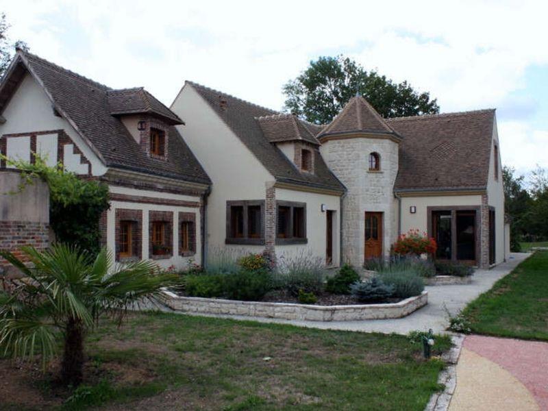 Sale house / villa Neaufles auvergny 675000€ - Picture 1