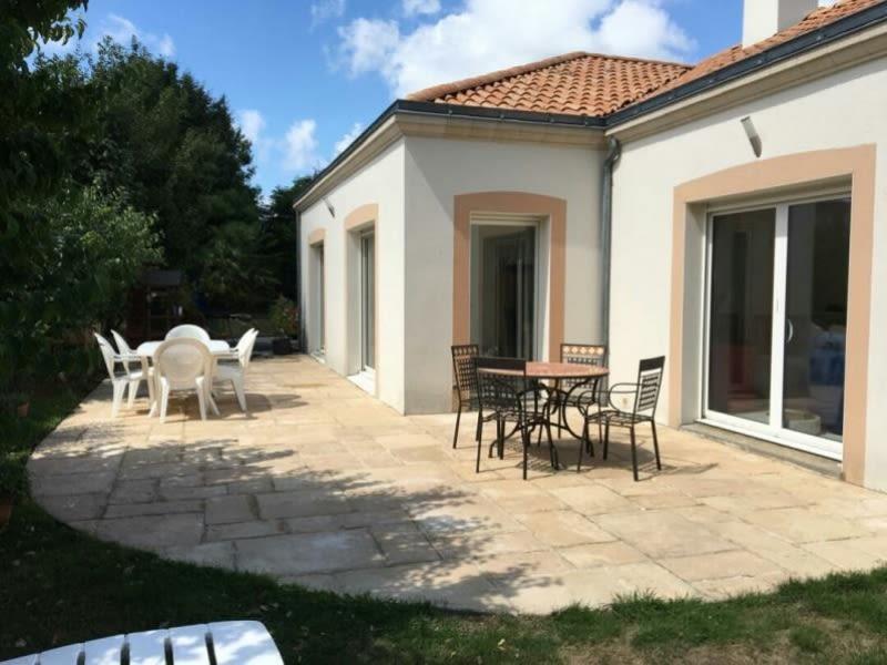 Sale house / villa Vue 383600€ - Picture 1