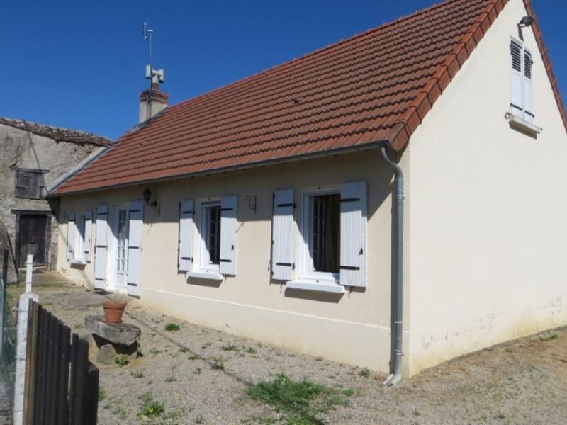 Vente maison / villa Cressanges 85600€ - Photo 1