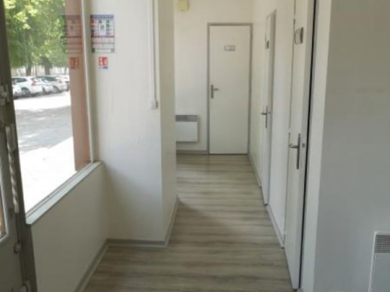 Location local commercial Moulins 400€ HC - Photo 3