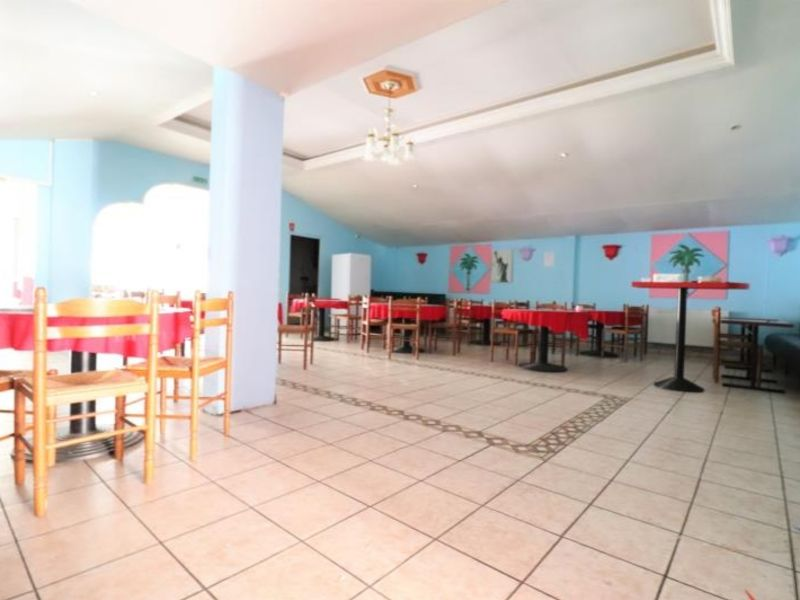 Location local commercial Montdidier 1 540€ HC - Photo 1