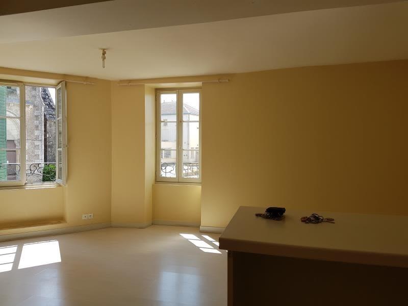 Location appartement Menigoute 375€ CC - Photo 2