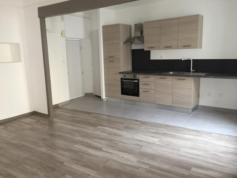 Rental apartment Bouc bel air 780€ CC - Picture 1